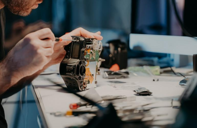 Electronic & Electrical Engineering Technologists Outsourcing In Qatar With B2c